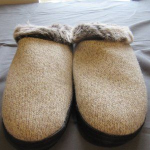 Womens Acorn Faux Fur Lined Slippers Sz 8-9